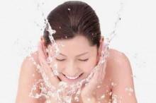 如何利用蜂蜜洗脸护肤-优蜜网